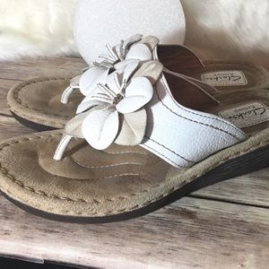 Clark's ARTISAN white and beige thong sandals 11